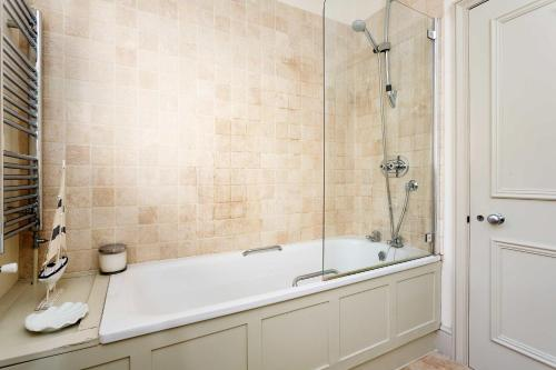 Veeve - Chelsea Royale, 2 bed South Kensington