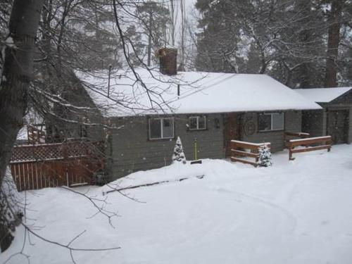 Silver Moon Lodge-Three Bedroom Home