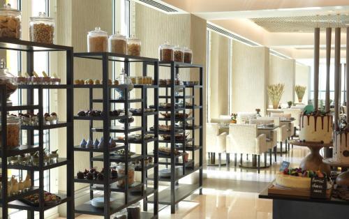 Four Seasons Hotel Abu Dhabi at Al Maryah Island photo 56