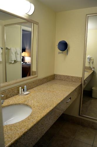 Quality Inn & Suites Williamsburg Central
