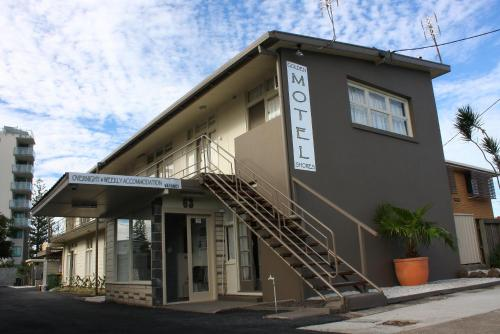 Golden Shores Motel