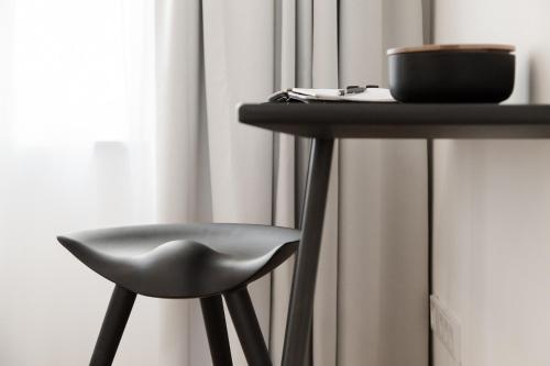 august the boardinghouse amburgo. Black Bedroom Furniture Sets. Home Design Ideas