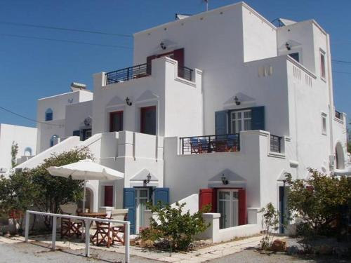 Chrysopelia Studios and Apartments
