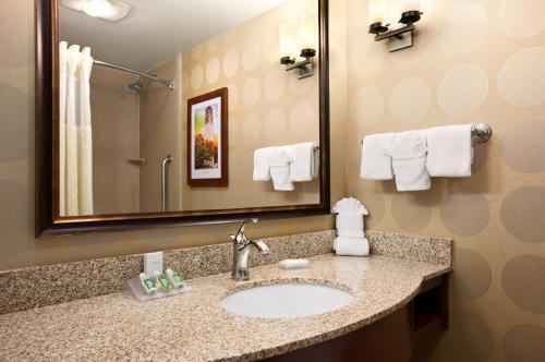 ➦  Hilton Worldwide    (Michigan) customer rating
