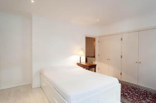 Veeve - Gillingham Street, Apartment