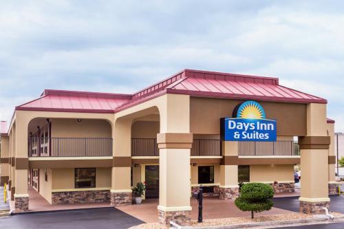 Days Inn & Suites Warner Robins Near Robins AFB