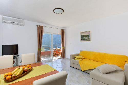 Apartment Zrnovnica