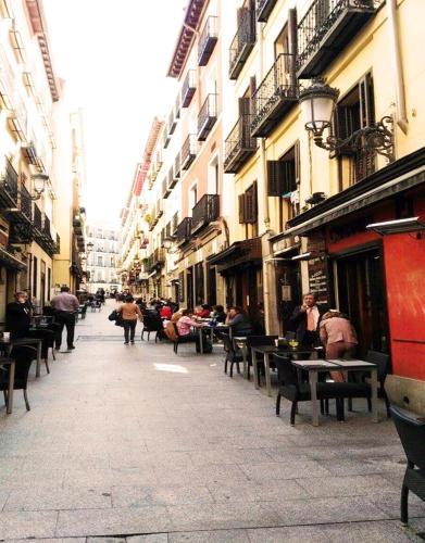 Apartamento en la puerta del sol madrid for Puerta del sol apartamentos