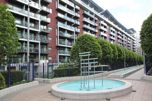 Chelsea Bridge Apartment