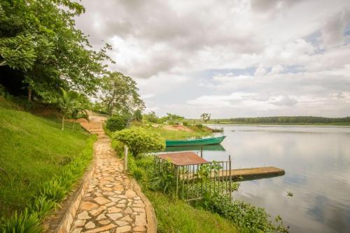 Tulina Riverside Treat, Bukongo