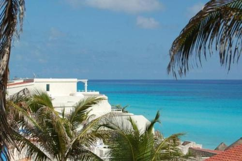 Cancun Beach ApartHotel by Solymar