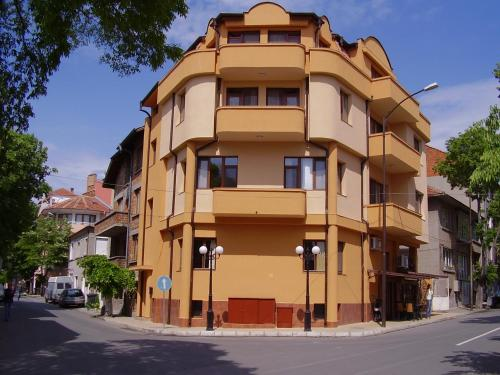 Hristovi Apartments & Studios
