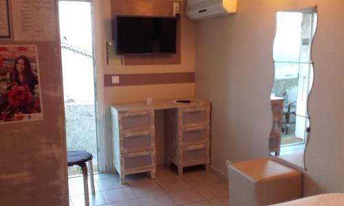 Auberge villa montaleigne chambre d 39 h tes 260 chemin de - Chambre des metiers st laurent du var horaire ...