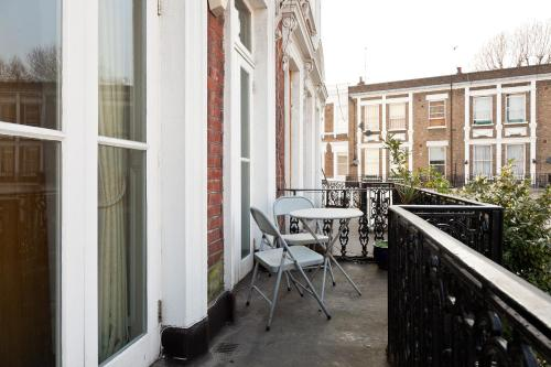 Hotel Kensington Balcony Apartment