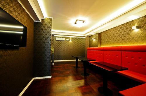 Avant Garde Rooms