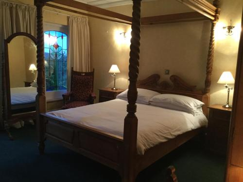 Apartmá s postelí s nebesy (Suite with Four Poster Bed)