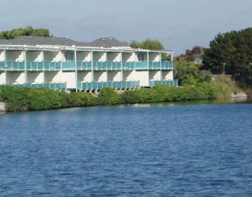 Coral Reef Inn & Condo Suites CA, 94501