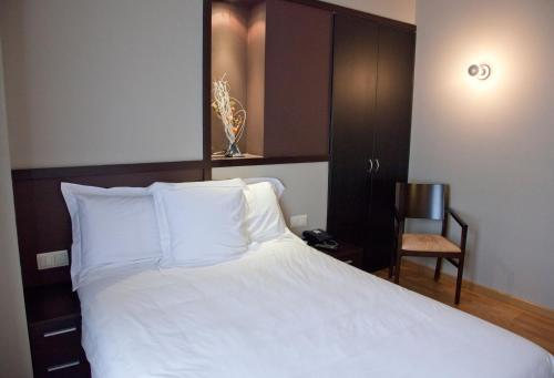 Double or Twin Room Hotel Bernat de So 3