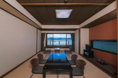 Japanese-Style Room with Lake View