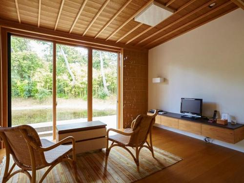 Japanese-Style Twin Room with Living Area
