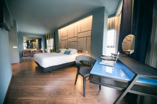 Superior Double Room Pamplona Catedral Hotel 2