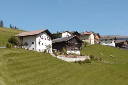 Agriturismo Apartments Tuene