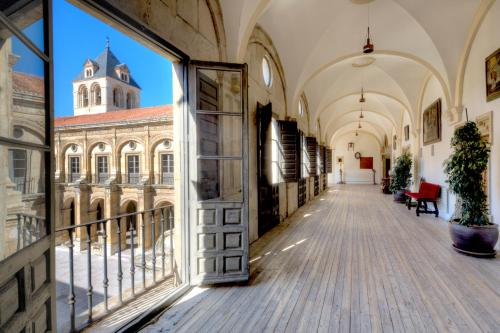 Double Room with King Size Bed - Free Parking Hotel Real Colegiata San Isidoro 9