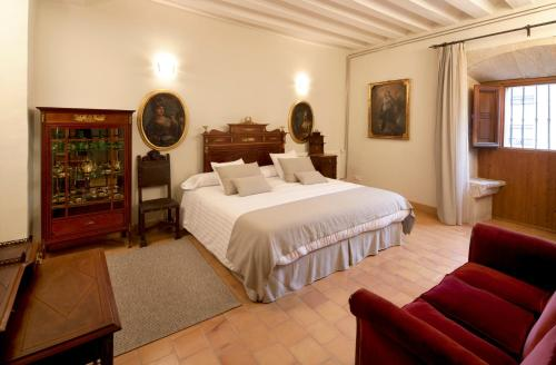 Double Room with King Size Bed - Free Parking Hotel Real Colegiata San Isidoro 10