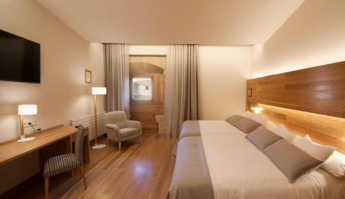 Superior Double Room with Free Parking Hotel Real Colegiata San Isidoro 22