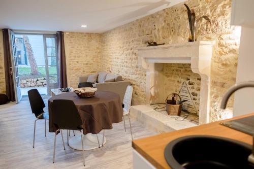 jolie petite maison en pierre montamise vienne poitou charentes rentals. Black Bedroom Furniture Sets. Home Design Ideas