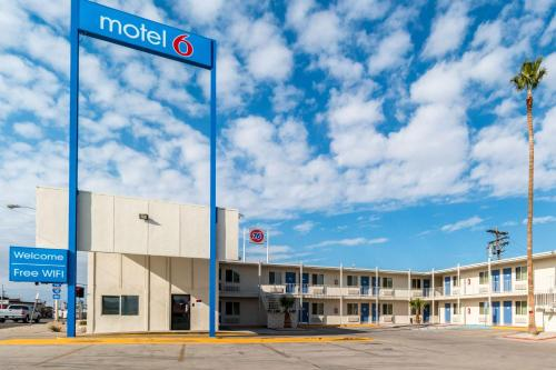 Motel 6 Blythe - South