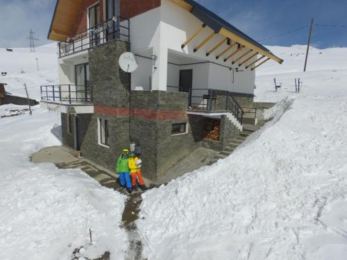 More about Mountain Cricket Apartments and Cottages