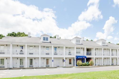 Baymont Inn & Suites - Ozark