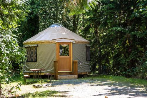 Mount Vernon Camping Resort 16 ft. Yurt 8