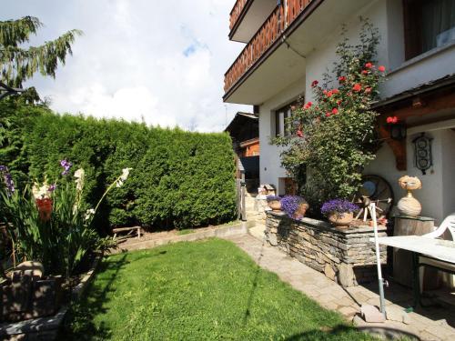 Beautiful Apartment in Albinen with Garden