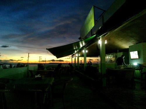 HotelBig John's Chil-axn Hostel & Bbq