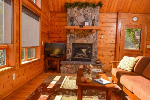 Oak View Ridge Three-Bedroom Holiday Home