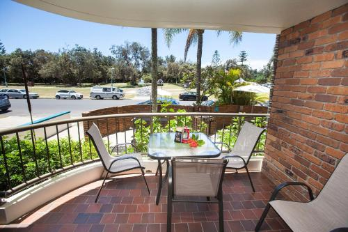 Byron pacific apartments byron bay new south wales for Balcony byron bay menu
