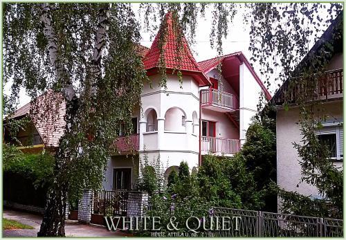 White Quiet Apartment