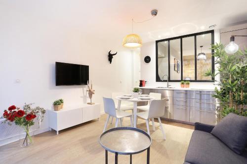 Duplex apartment center of Paris