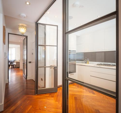 Two Bedroom Garden House Fitzrovia 79 Great Titchfield Street London Bed And Breakfast Hotel Accommodation