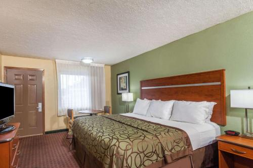 Baymont Inn And Suites Pigeon Forge