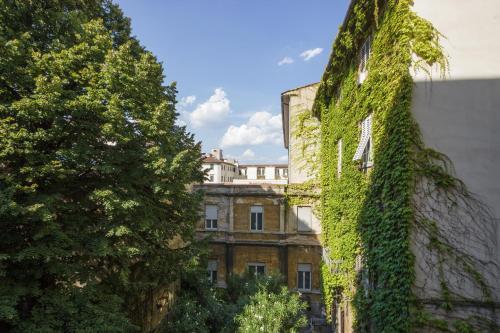Tosca Halldis Apartment