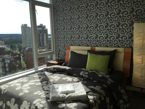 HotelDowntown High-Rise Apartment