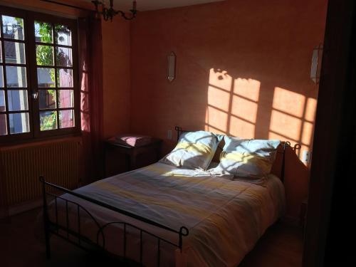 Habitació Estàndard Doble amb bany compartit (Standard Double Room with Shared Bathroom)