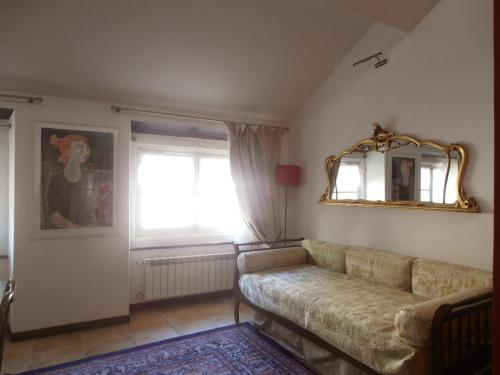Two-Bedroom Apartment - Split Level - Via dei Giustiniani 18B