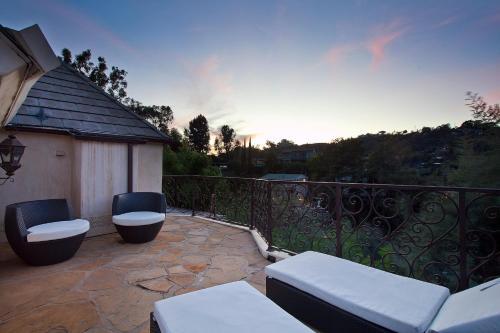 1004 - Hollywood Hills Villa