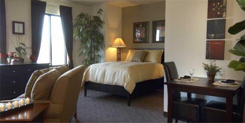 One-Bedroom Suite - Guestroom South Walton Suites and Spa - Bentonville