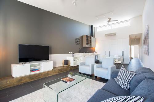 Magnificent Apartment + FREE car park near CBD