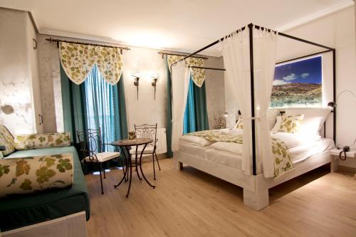 Suite with Balcony-Sierra de Carrasqueta Boutique Hotel Sierra de Alicante 2